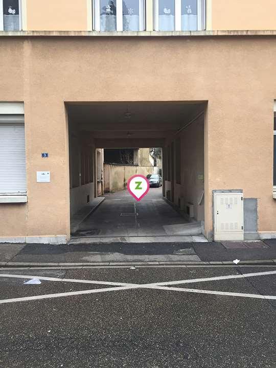 Bourg-en-Bresse - Gare de Bourg-en-Bresse - Banque de France - Parking réservable en ligne - Bourg-en-Bresse