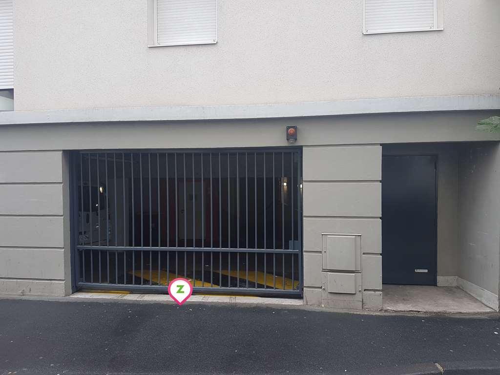 Clermont-Ferrand - Gare de Clermont-Ferrand - Jeanne d'Arc - Parking réservable en ligne - Clermont-Ferrand