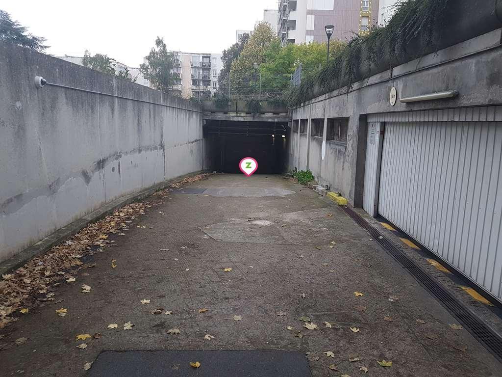 Fontenay-sous-Bois - Gare Val de Fontenay - Robespierre - Parking réservable en ligne - Fontenay-sous-Bois